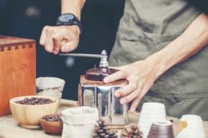 grob gemahlener Kaffee ist ideal für kaltgebrühtes Kaffeekonzentrat